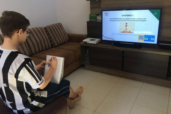 Levantamento nacional mostra acesso ao ensino on-line chega a 99% dos alunos paranaenses . Foto:SEED