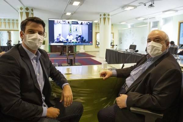 Prefeito Rafael Greca com o vice-prefeito Eduardo Pimentel Foto: Ricardo Marajó/SMCS