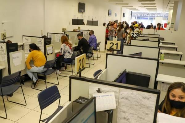 Agencia do Trabalhador Disponibiliza 400 Vagas para desempregados com 50 anos ou mais. Fotos:Ari Dias/AEN.